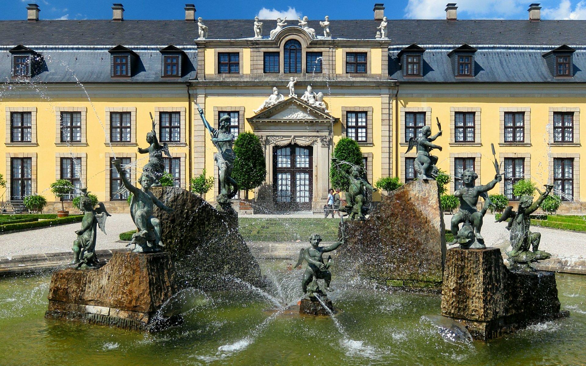 Neptunbrunnen vor dem Galeriegebäude im Großen Garten