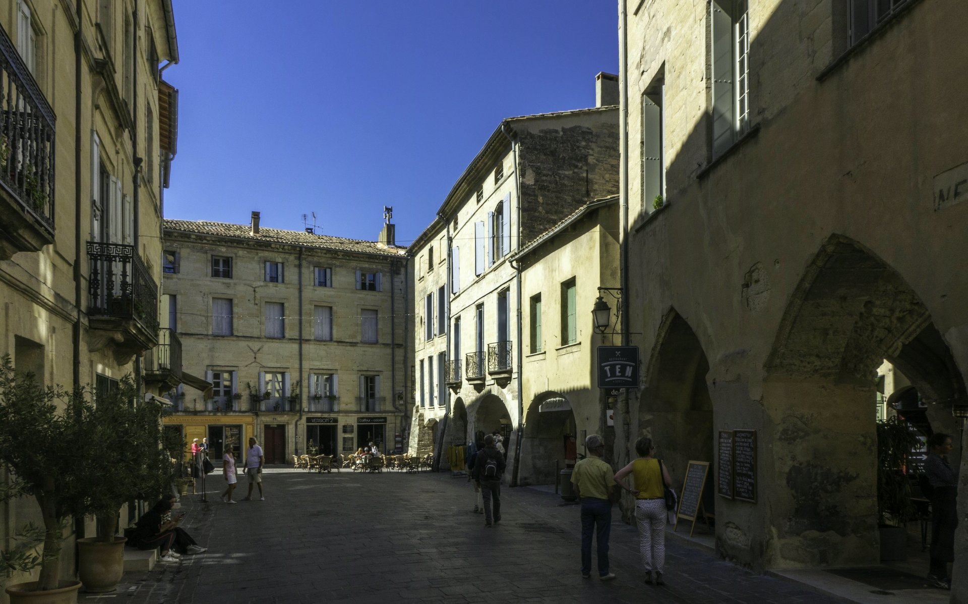 Place Dampmartin in Uzès