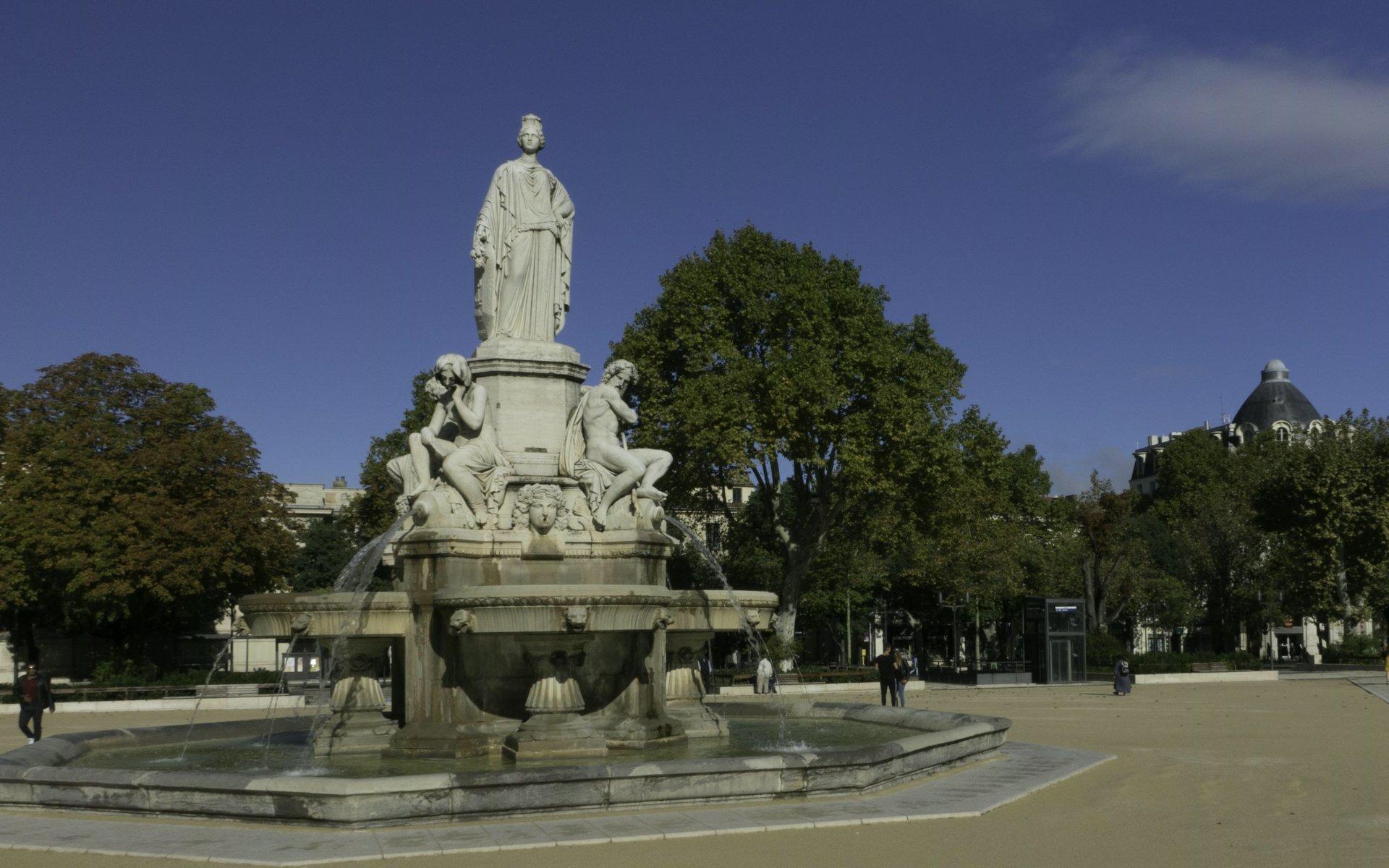 Fontaine Pradier auf der Esplanade Charles-de-Gaulle in Nîmes