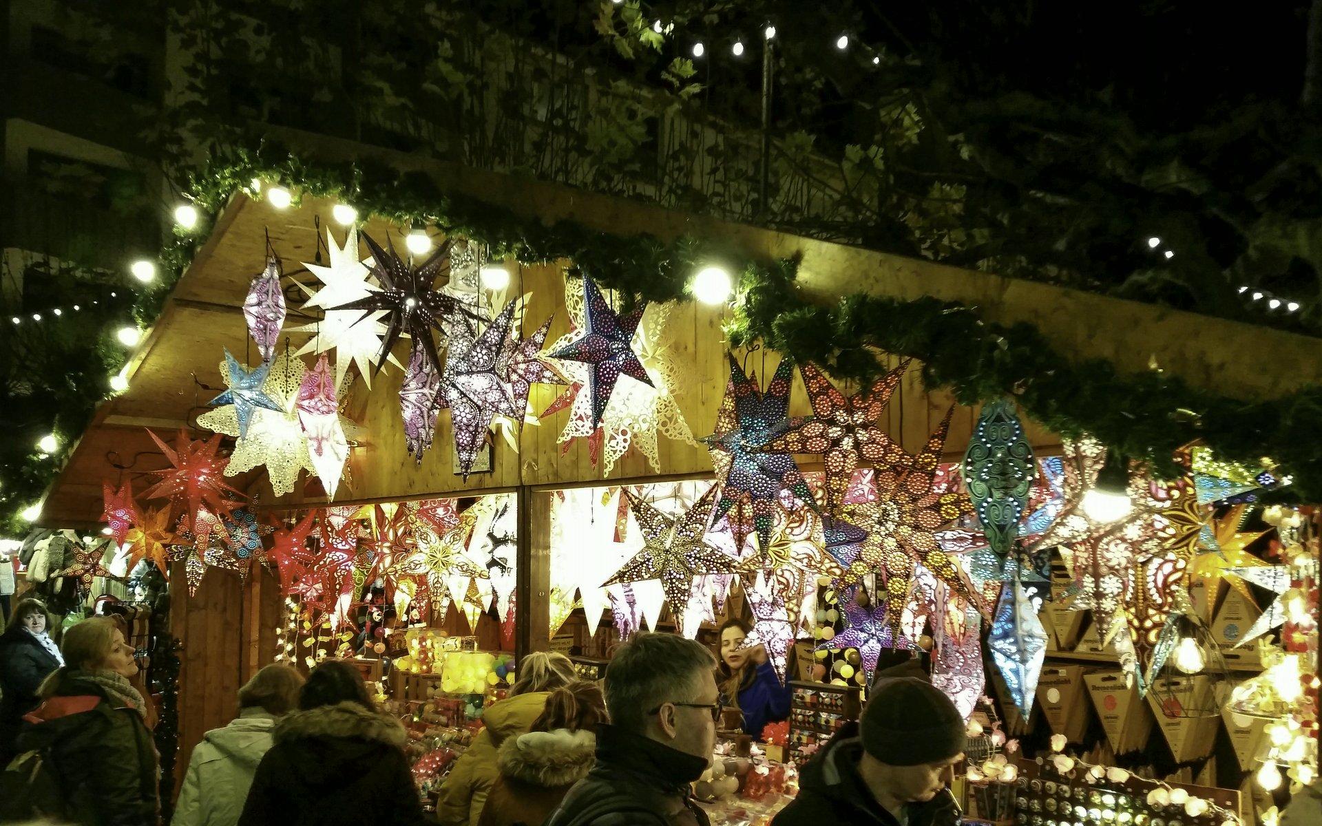 Weihnachtsmarkt an der Paulskirche