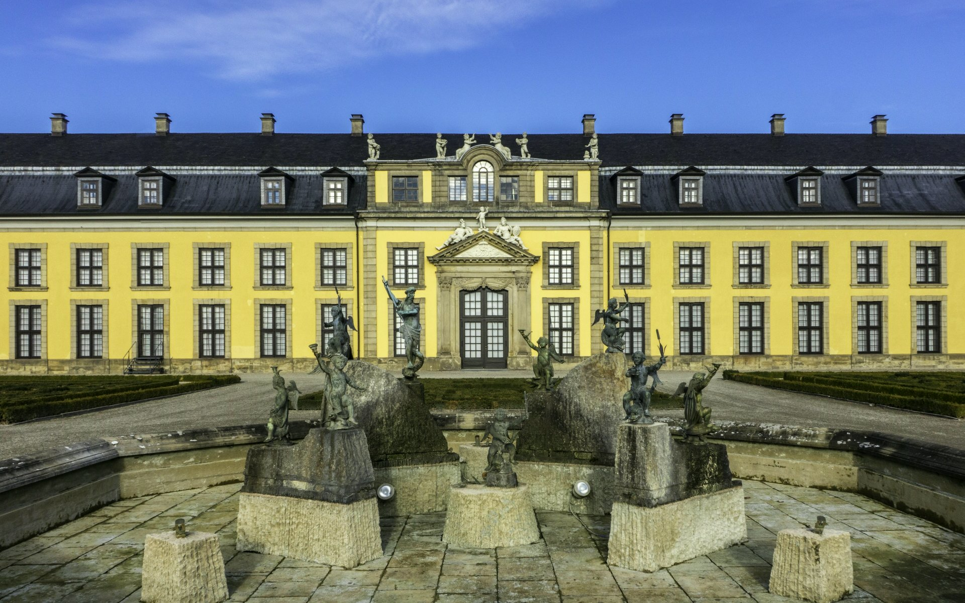 Neptunbrunnen und Galerie im Großen Garten