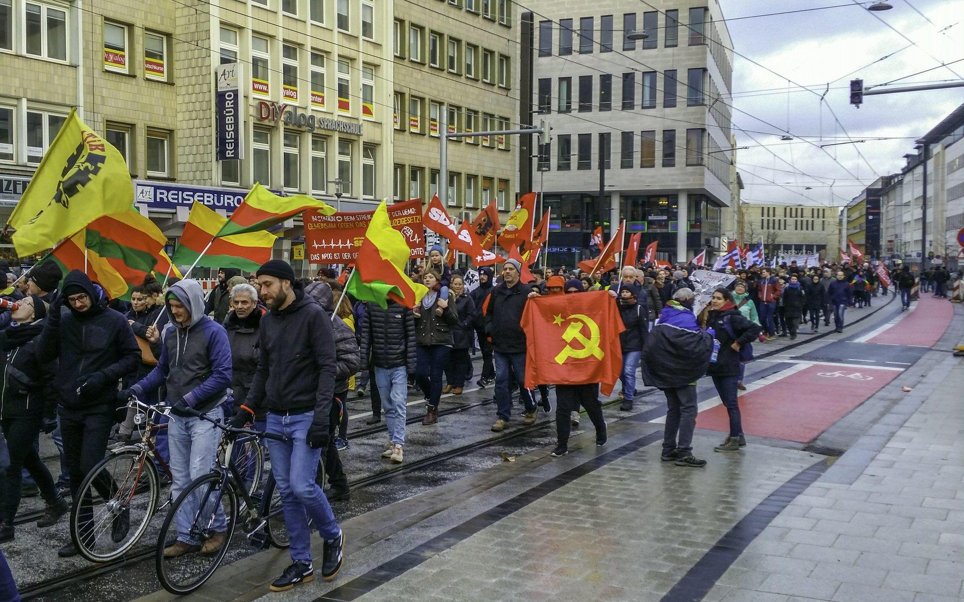 Demozug in der Kurt-Schumacher-Straße
