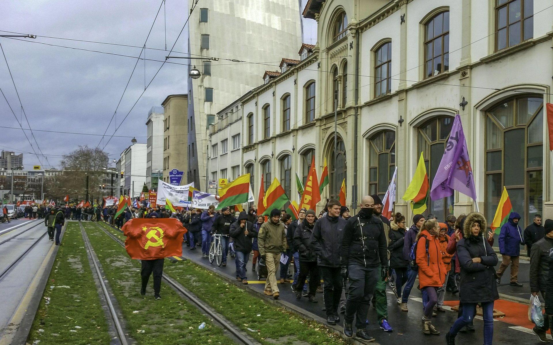 Demozug auf der Goethestraße