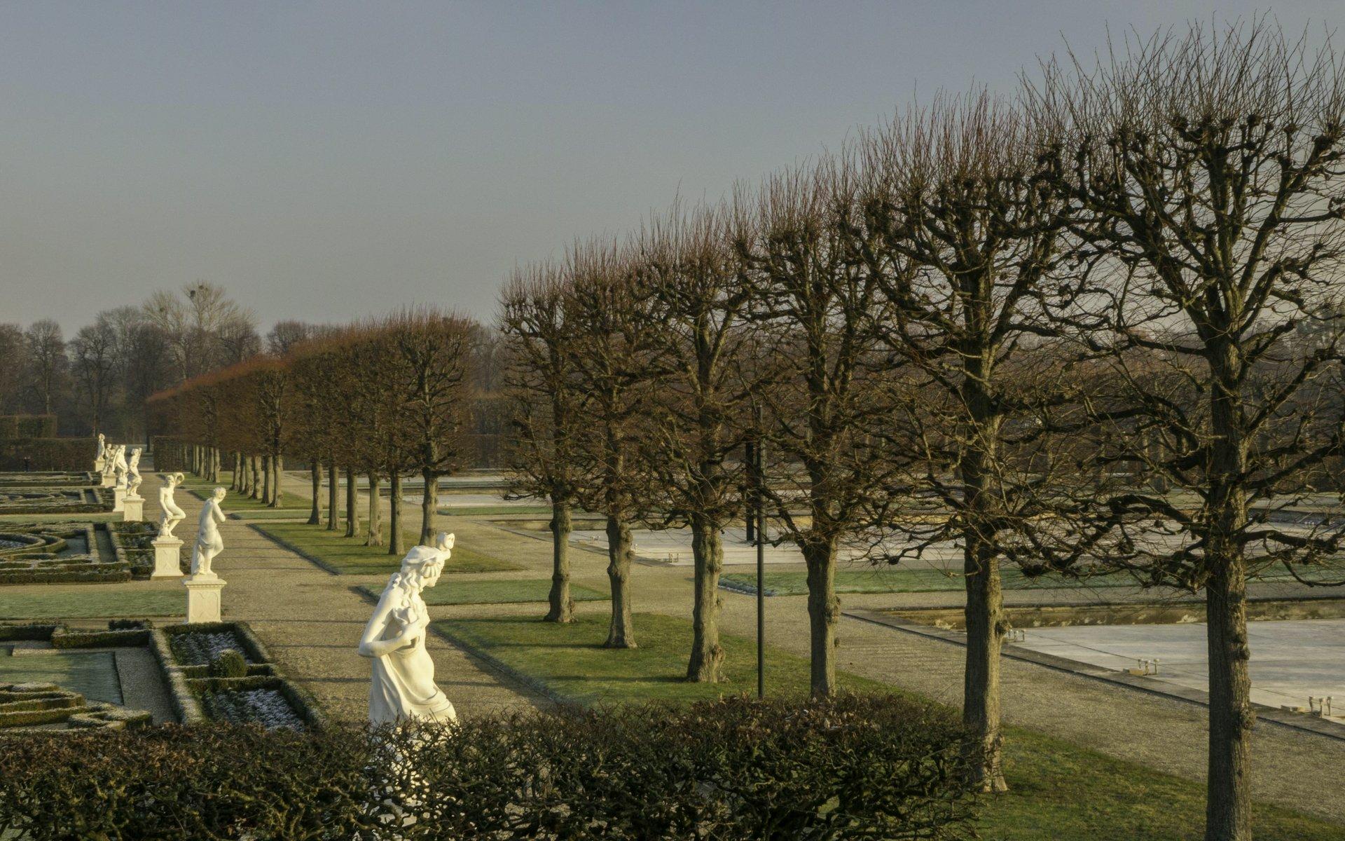 Südliche Skulpturen im Parterre des Großen Gartens