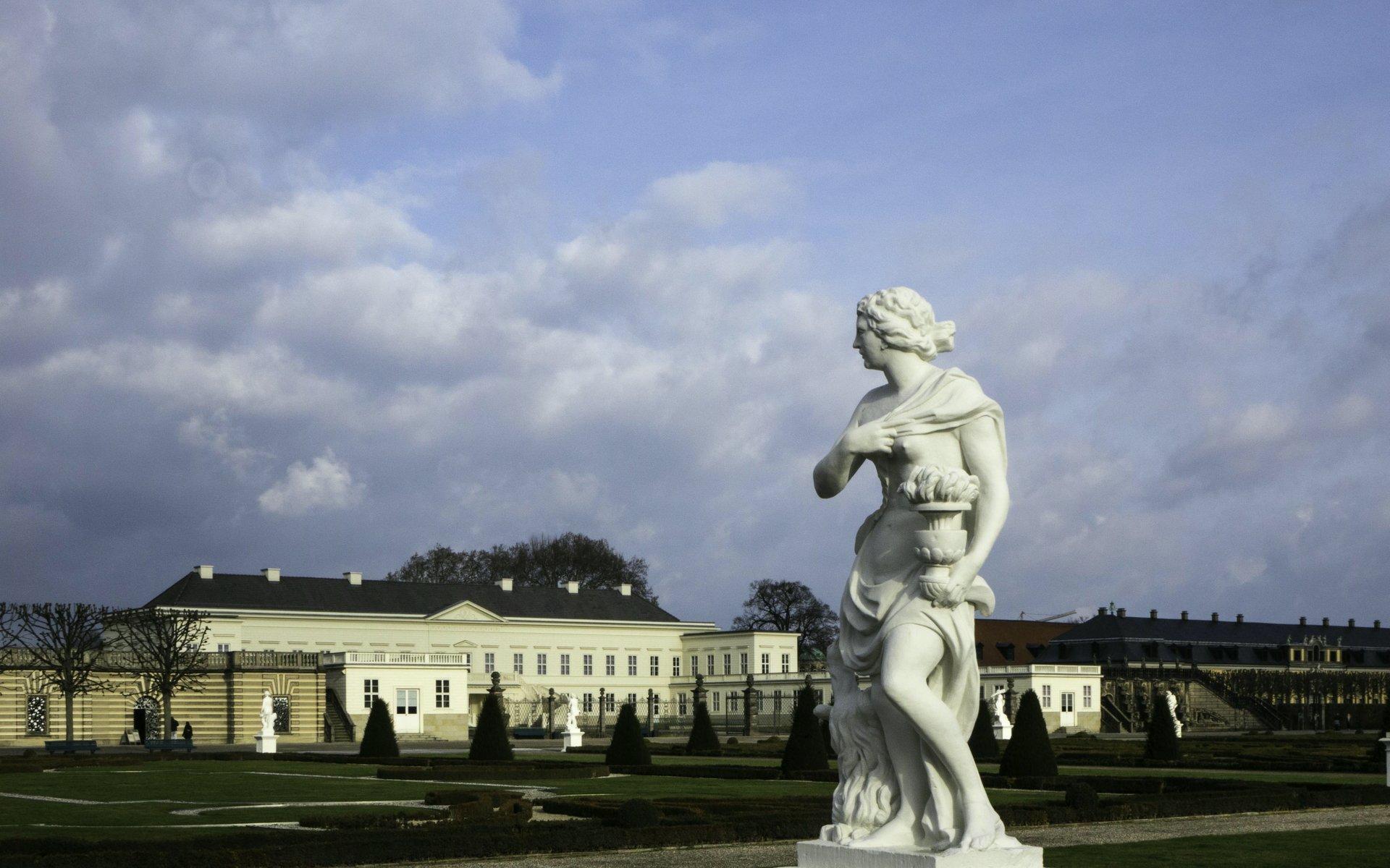 Vesta als Allegorie des Feuers im Parterre des Großen Gartens