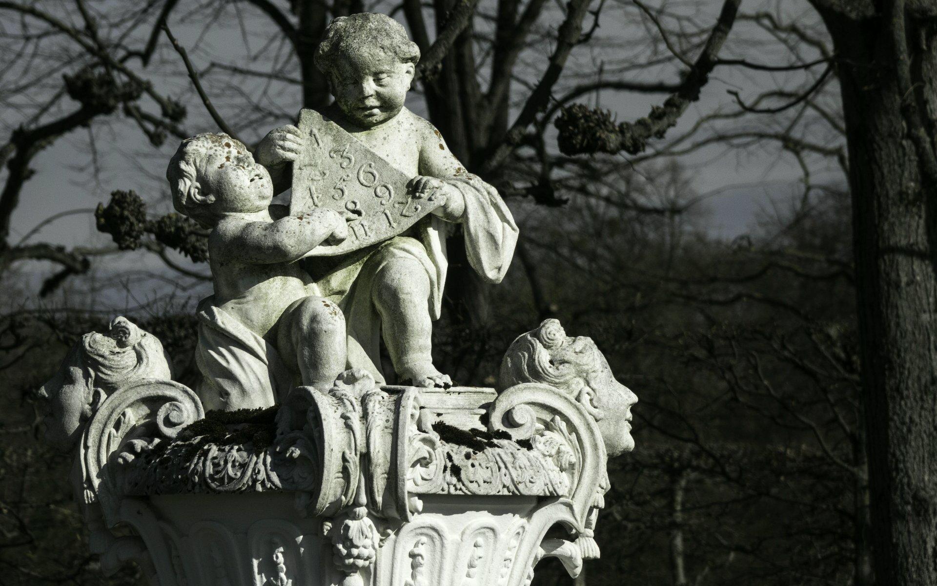 Prunkvase im Königsbusch im Großen Garten