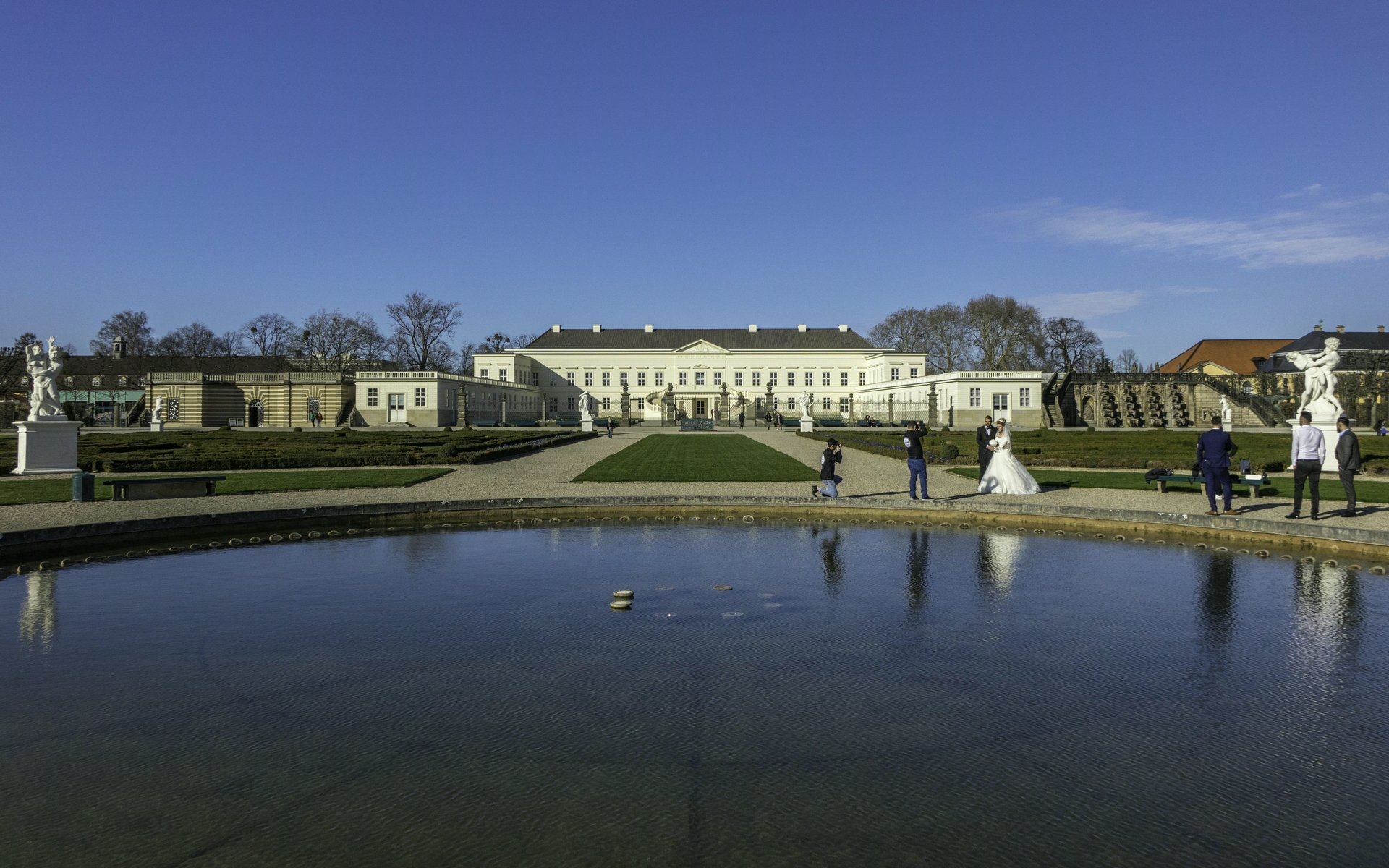 Glockenfontaine und Schloss im Großen Parterre dess Großen Gartens