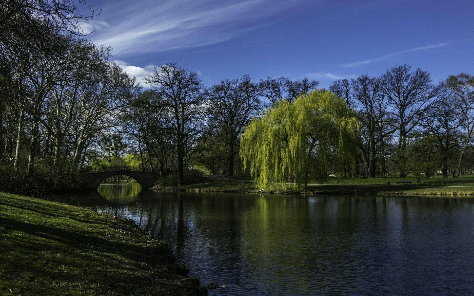 Brücke in der Nähe des Leibniztempels im Georgengarten