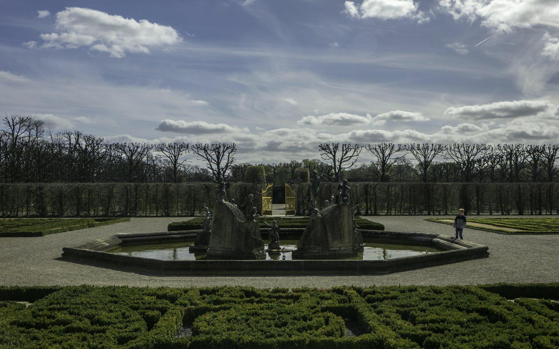 Neptunbrunnen und Goldenes Tor im Großen Garten