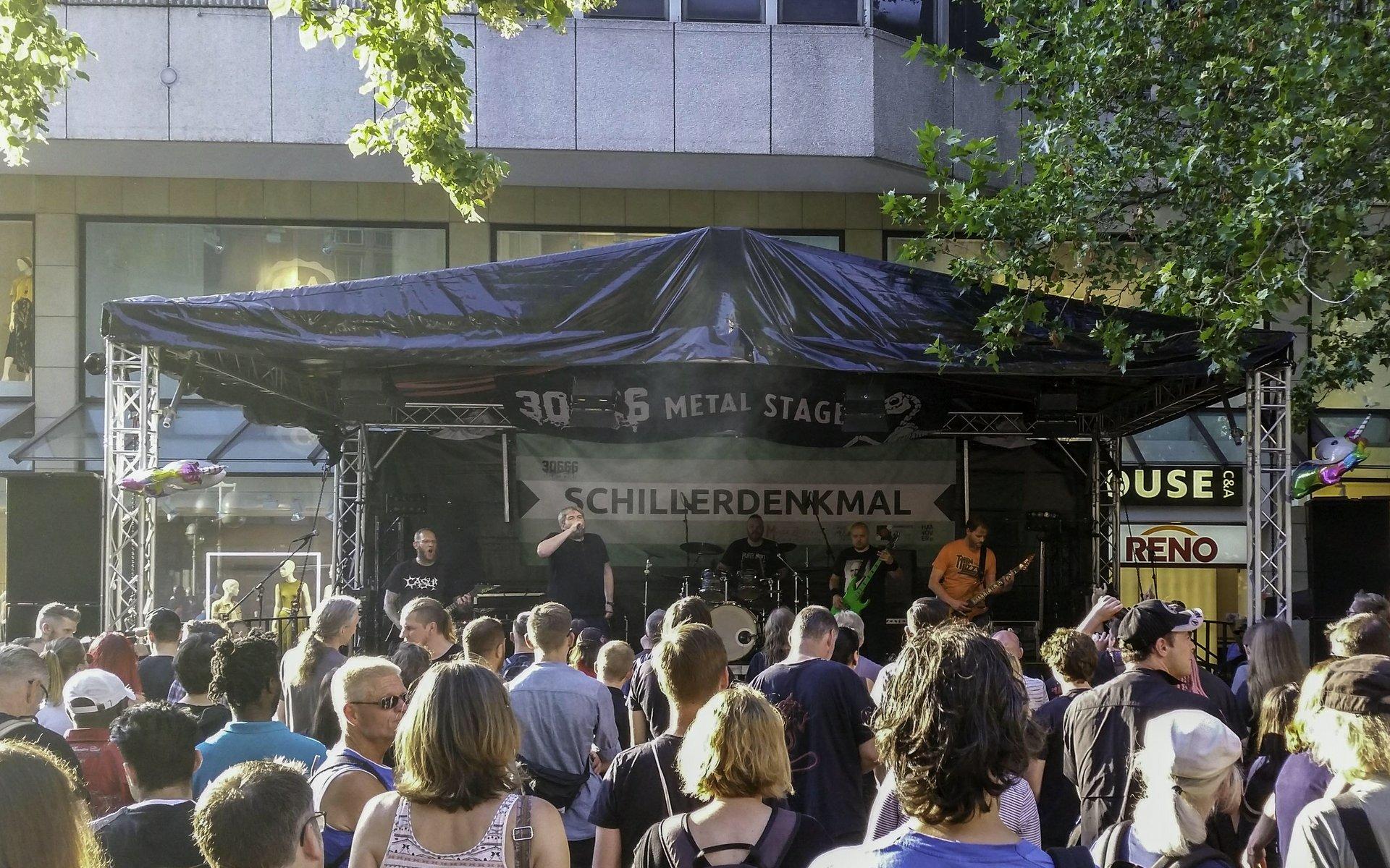 Zombie Riot auf der 30666-Bühne am Schillerdenkmal