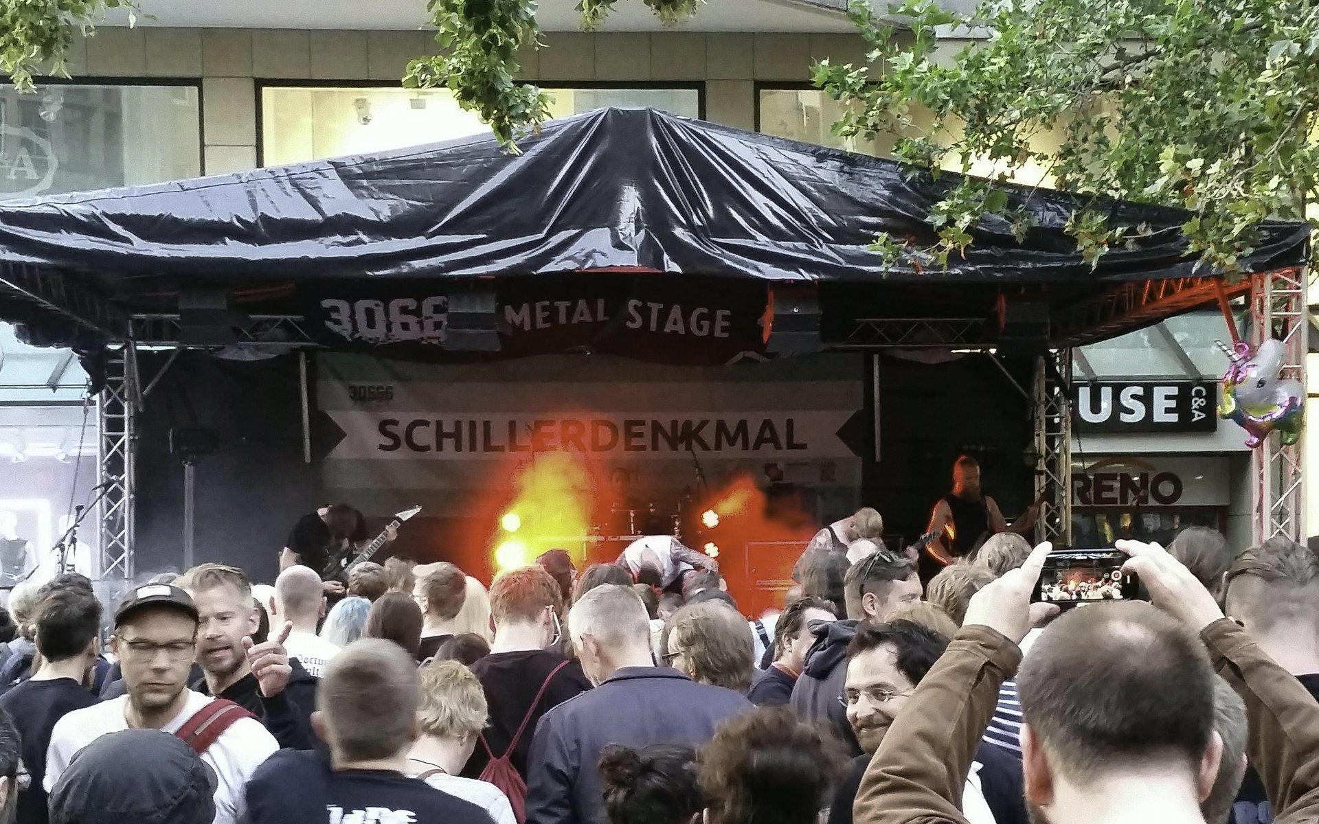 Controversial auf der 30666-Bühne am Schillerdenkmal