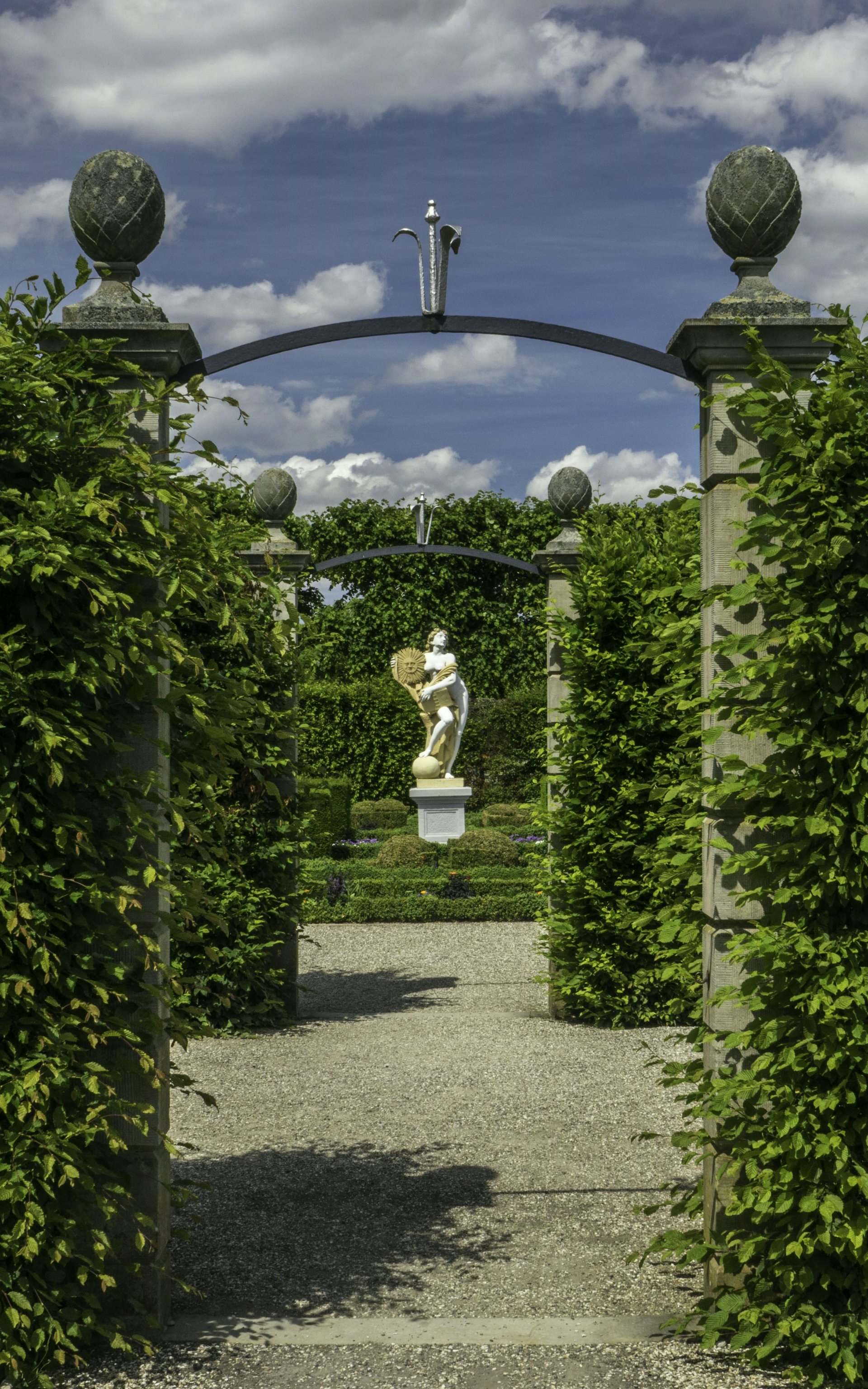 Blick vom Renaissancegarten in den Niederdeutschen Blumengarten im Großen Garten