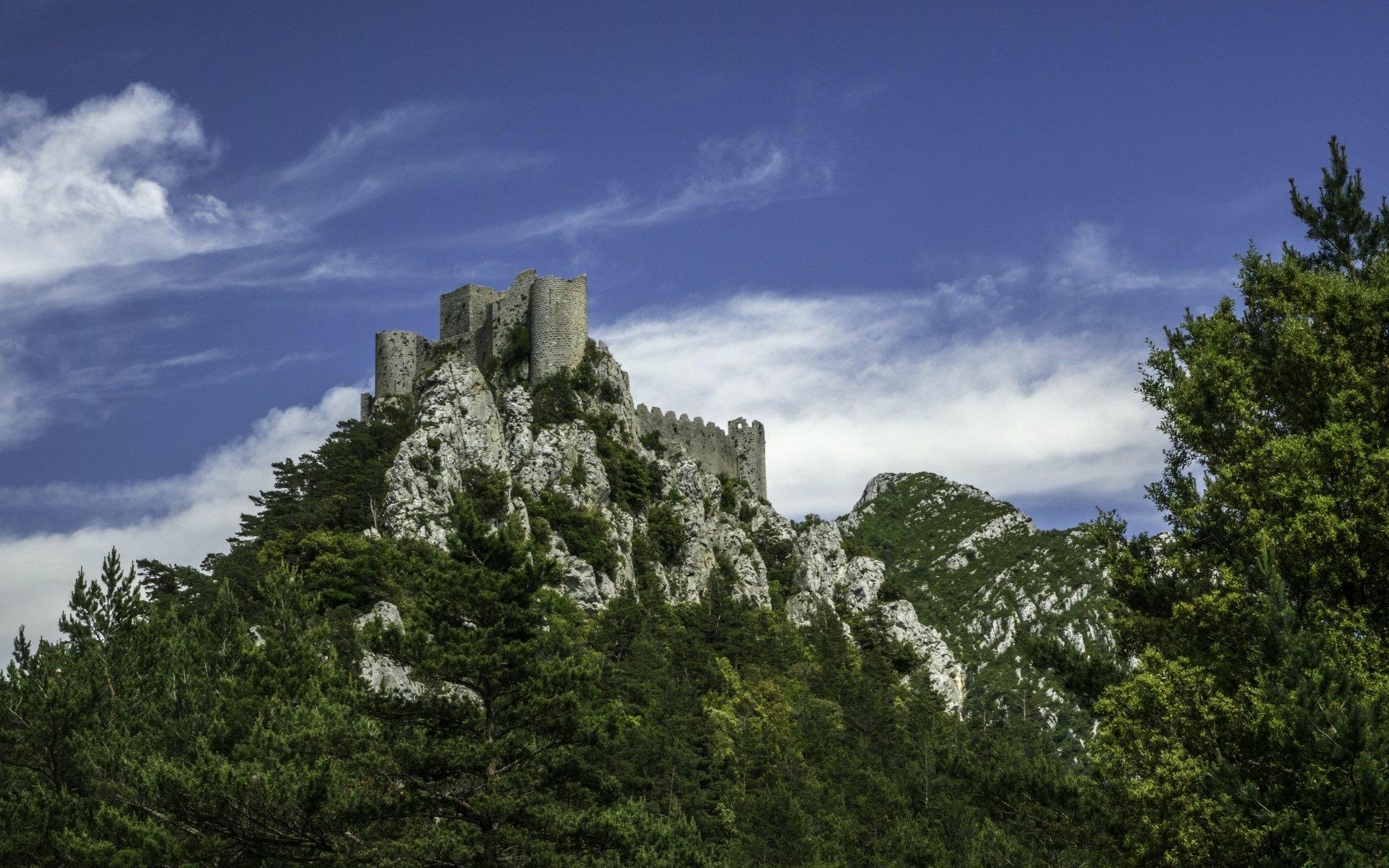 Château de Puilaurens von der Zufahrt aus gesehen