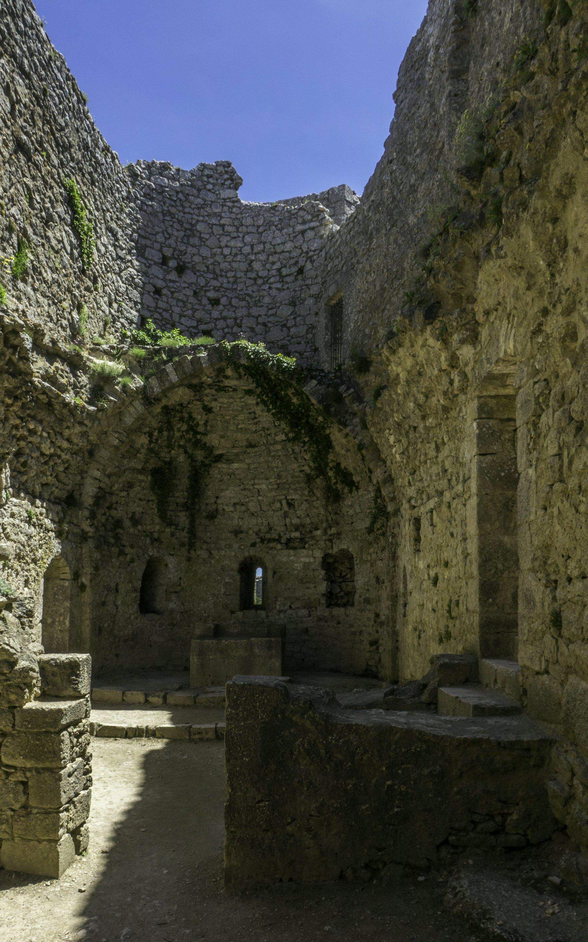 Kirche Sainte Marie im Donjon der unteren Burg vom Château de Peyrepertuse