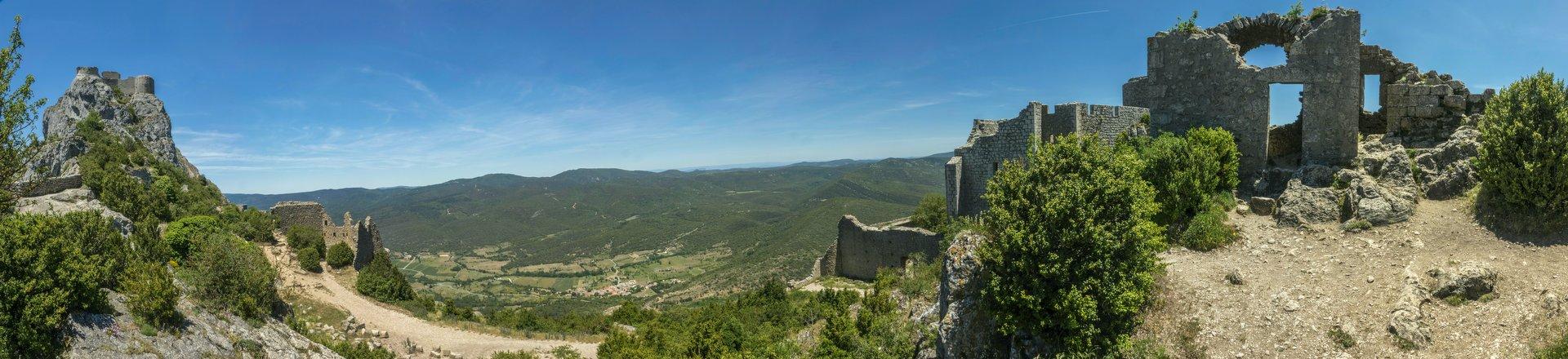 Panorama von der mittleren Ringmauer vom Château de Peyrepertuse