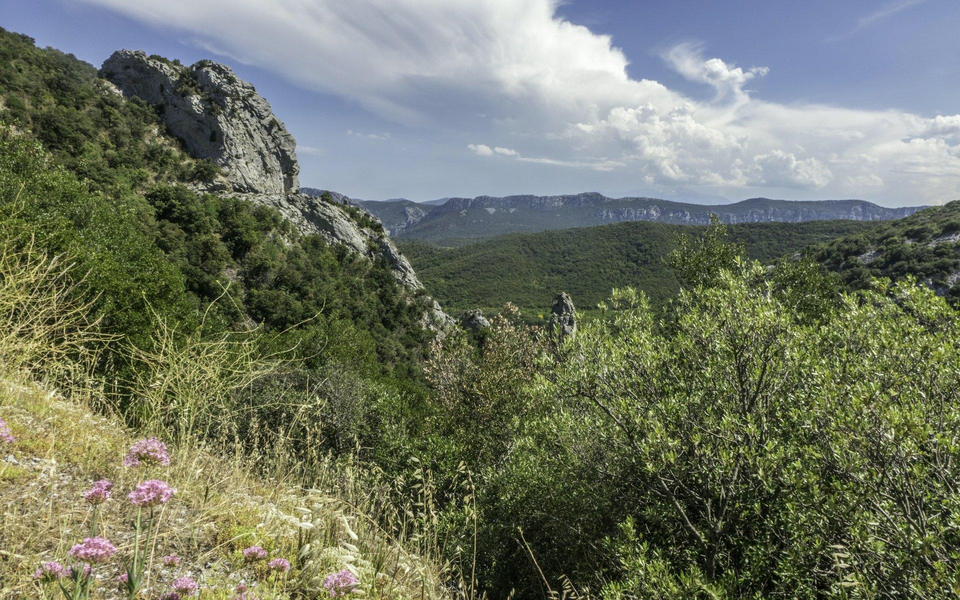 Blick vom Parkplatz der Gorges de Galamus nach Süden