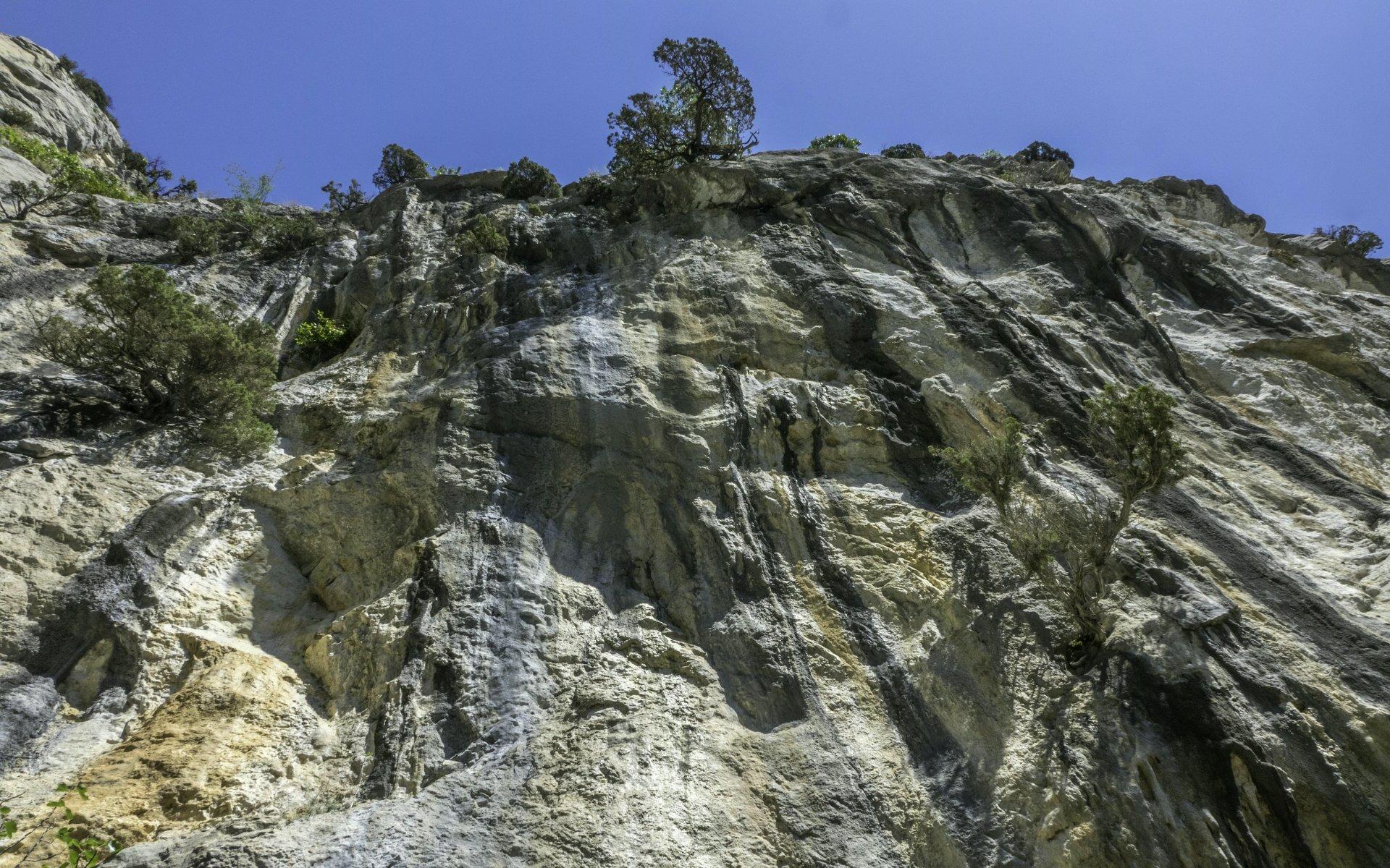 Felswand in der Nähe der Ermitage Saint-Antoine