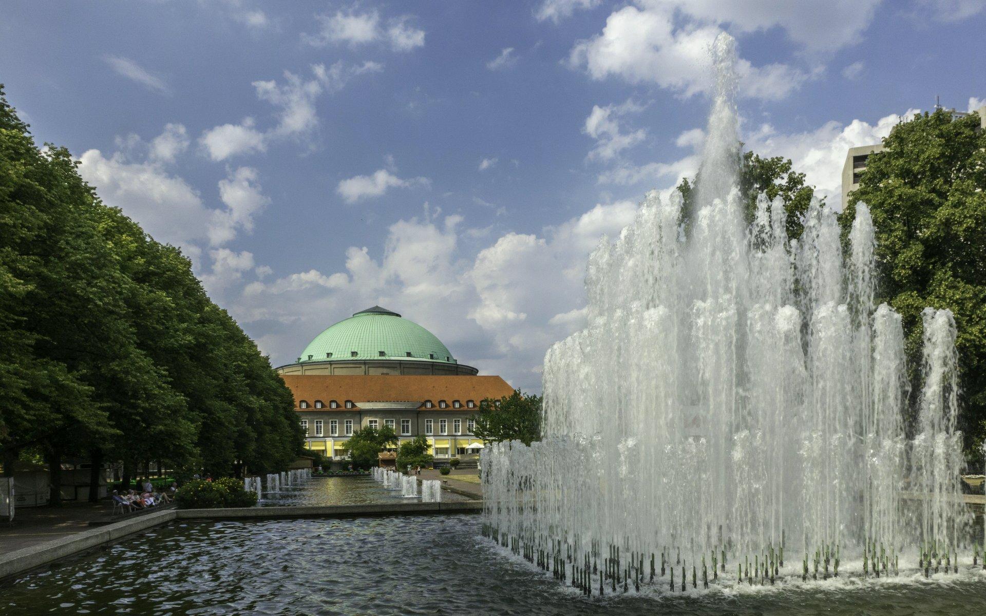 Fontainengarten und Kuppelsaal im Stadtpark