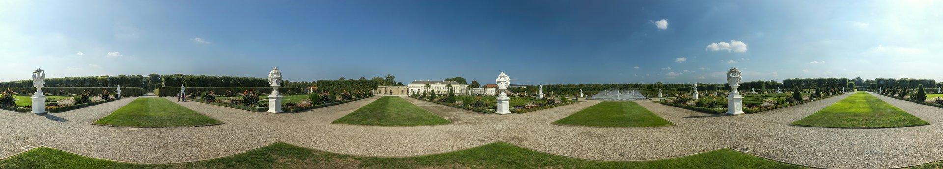 360° Panorama des Parterres bei den Prunkvasen der Elemente im Großen Garten