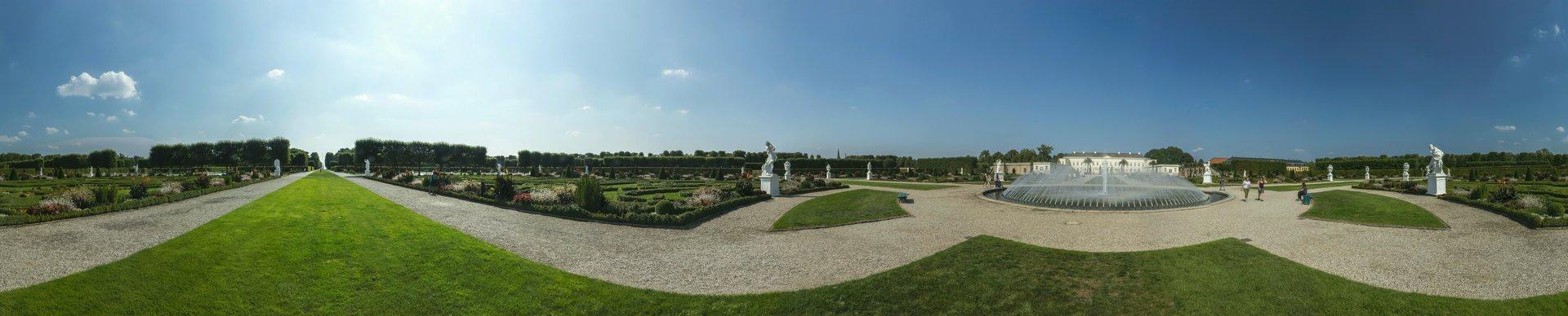 360° Panorama des Parterres zwischen Großer Fontaine und Glockenfontaine im Großen Garten