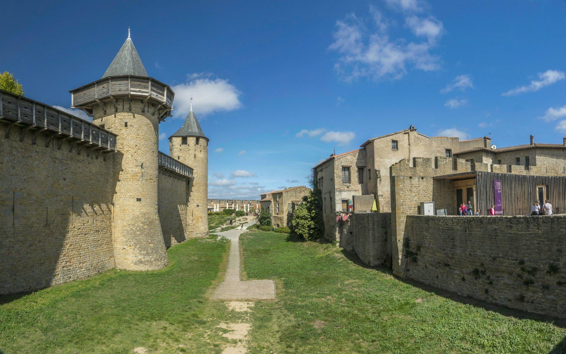 Tour des Casernes und Tour du Major des Château Comtal in der Cité Carcassonne
