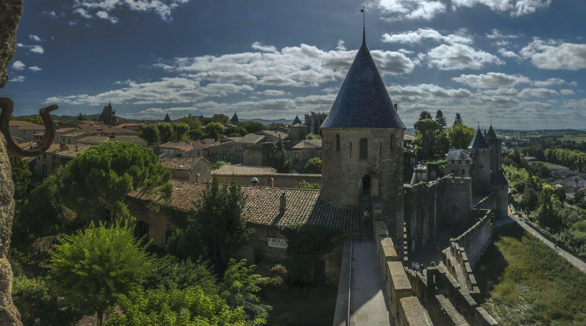Tour de Justice und Porte d'Aude in der Cité Carcassonne