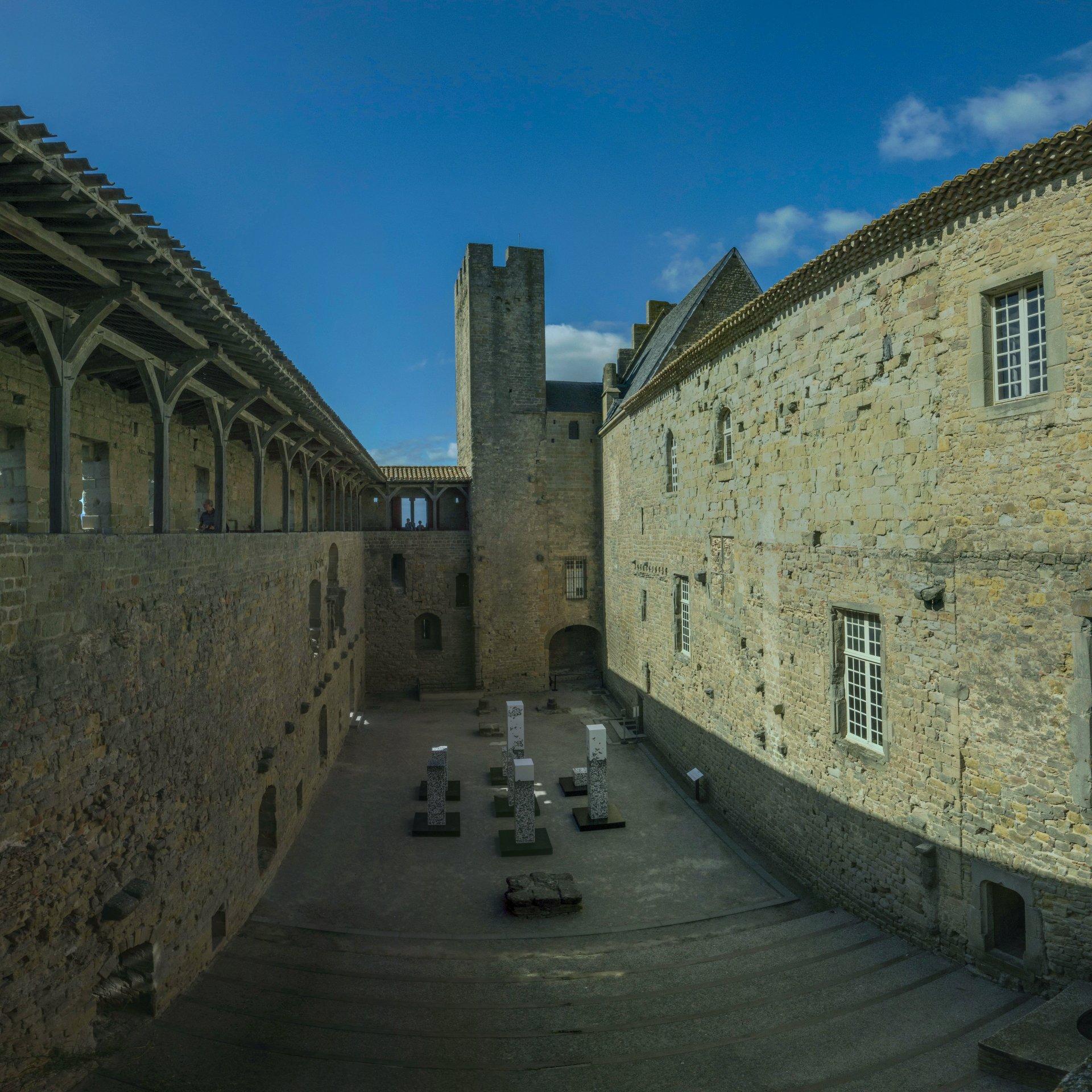 Kleinerer Innenhof des Château Comtal in der Cité Carcassonne