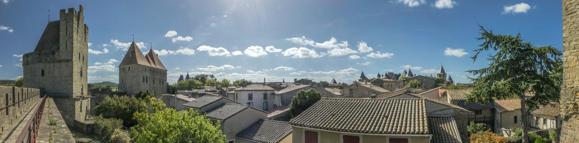 Panorama von der nordöstlichen inneren Stadtmauer auf die Cité Carcassonne
