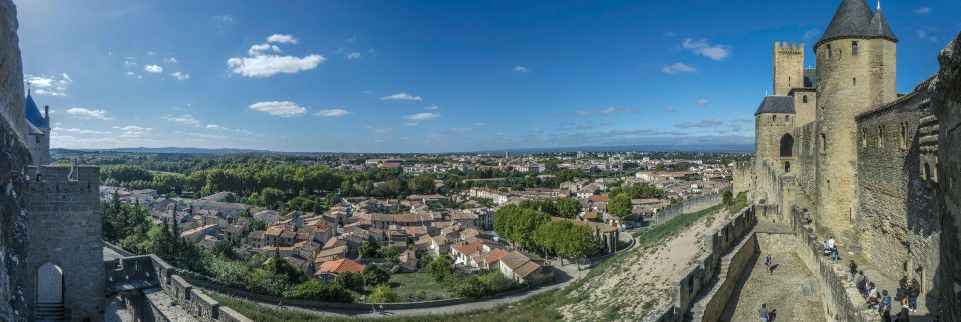 Panorama vom Porte d'Aude und vom Château Comtal in der Cité Carcassonne