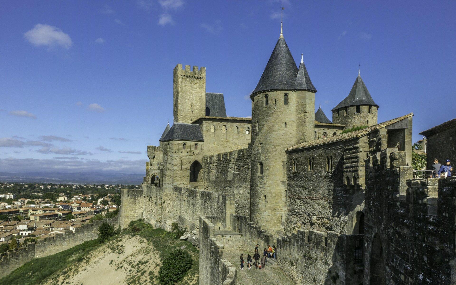 Château Comtal und Porte d'Aude in der Cité Carcassonne