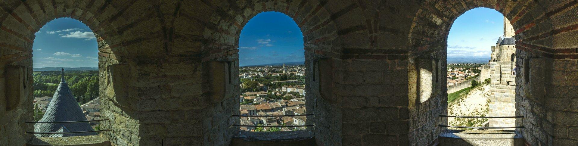 Blick aus einem Turm der westlichen inneren Stadtmauer der Cité Carcassonne
