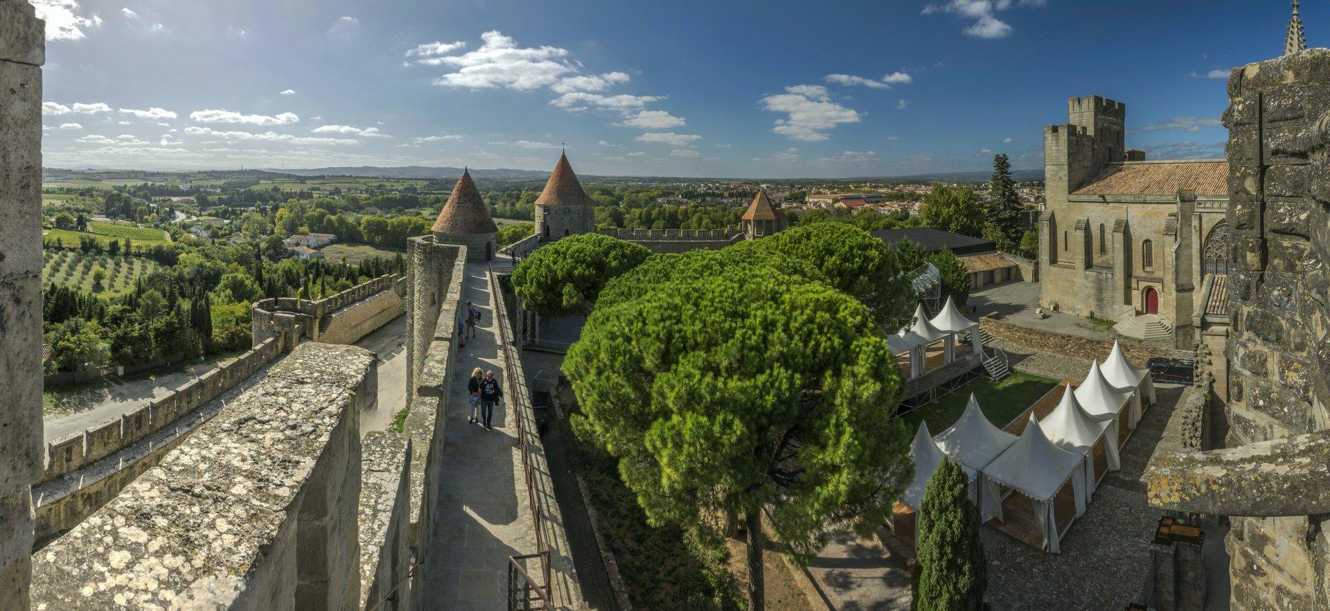 Westlicher Blick vom Tour de Saint-Nazaire et Poterne der Cité Carcassonne