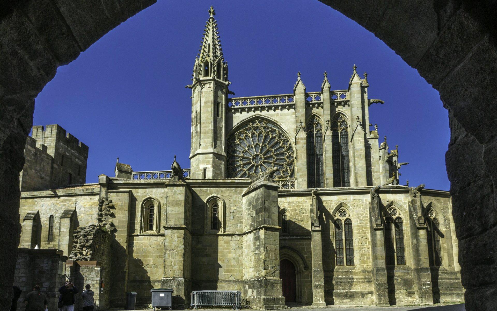 Blick aus dem Tour Saint-Martin auf die Basilique Saint-Nazaire in der Cité Carcassonne