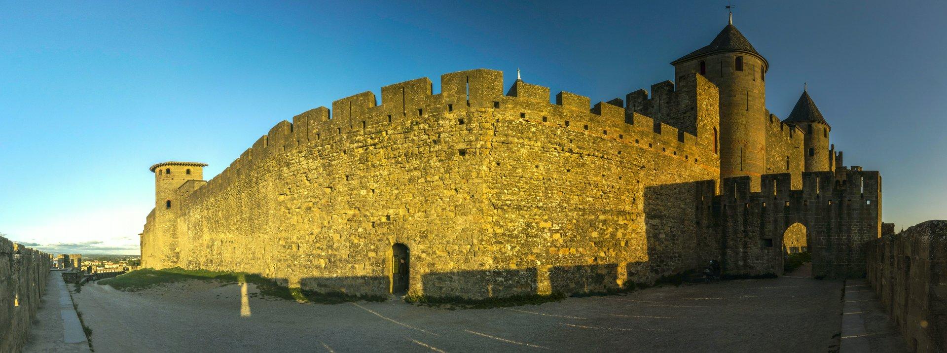 Tour de la Charpenterie und Château Comtal in der Cité Carcassonne