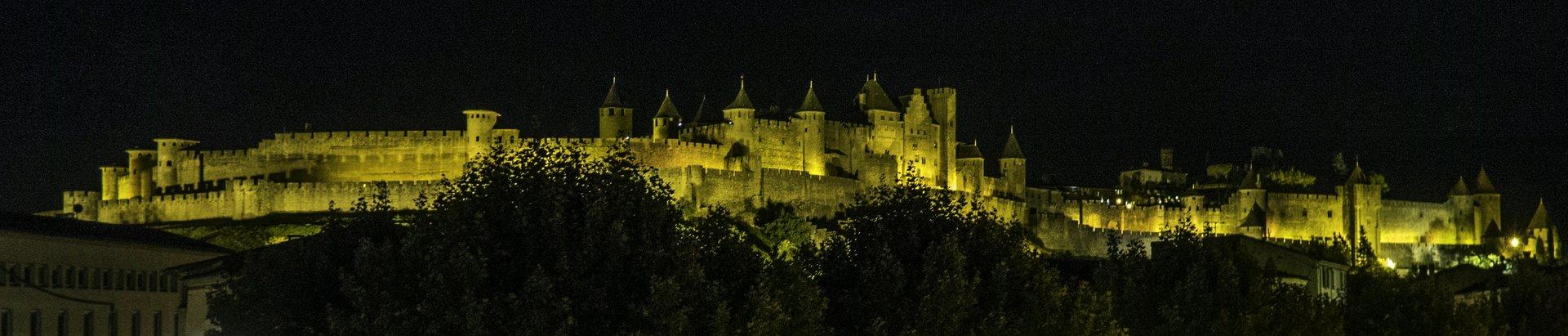 Blick auf die Cité Carcassonne von der Pont Vieux in Carcassonne