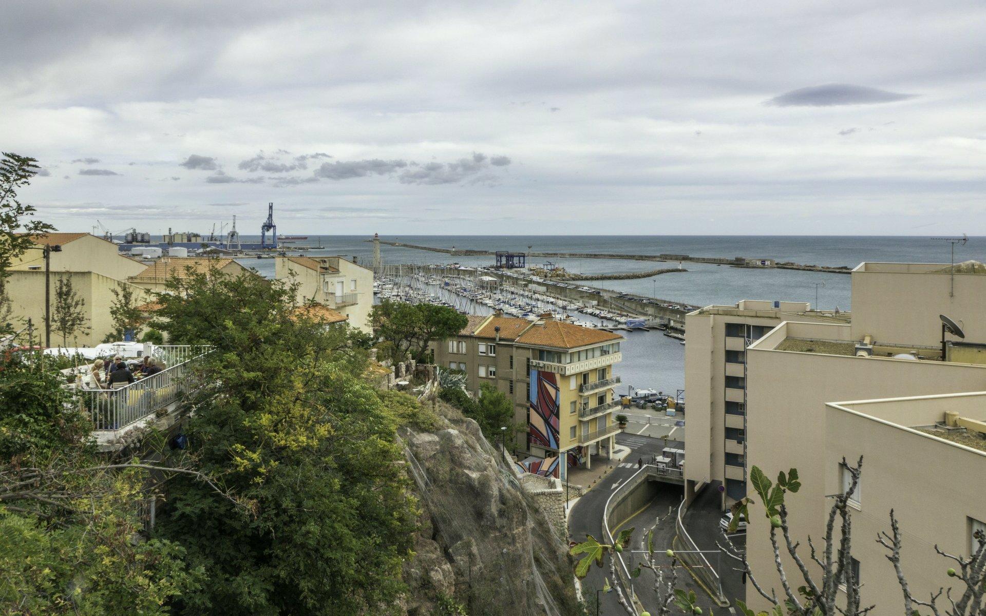 Blick von der Grande Rue Haute auf den Hafen von Sète
