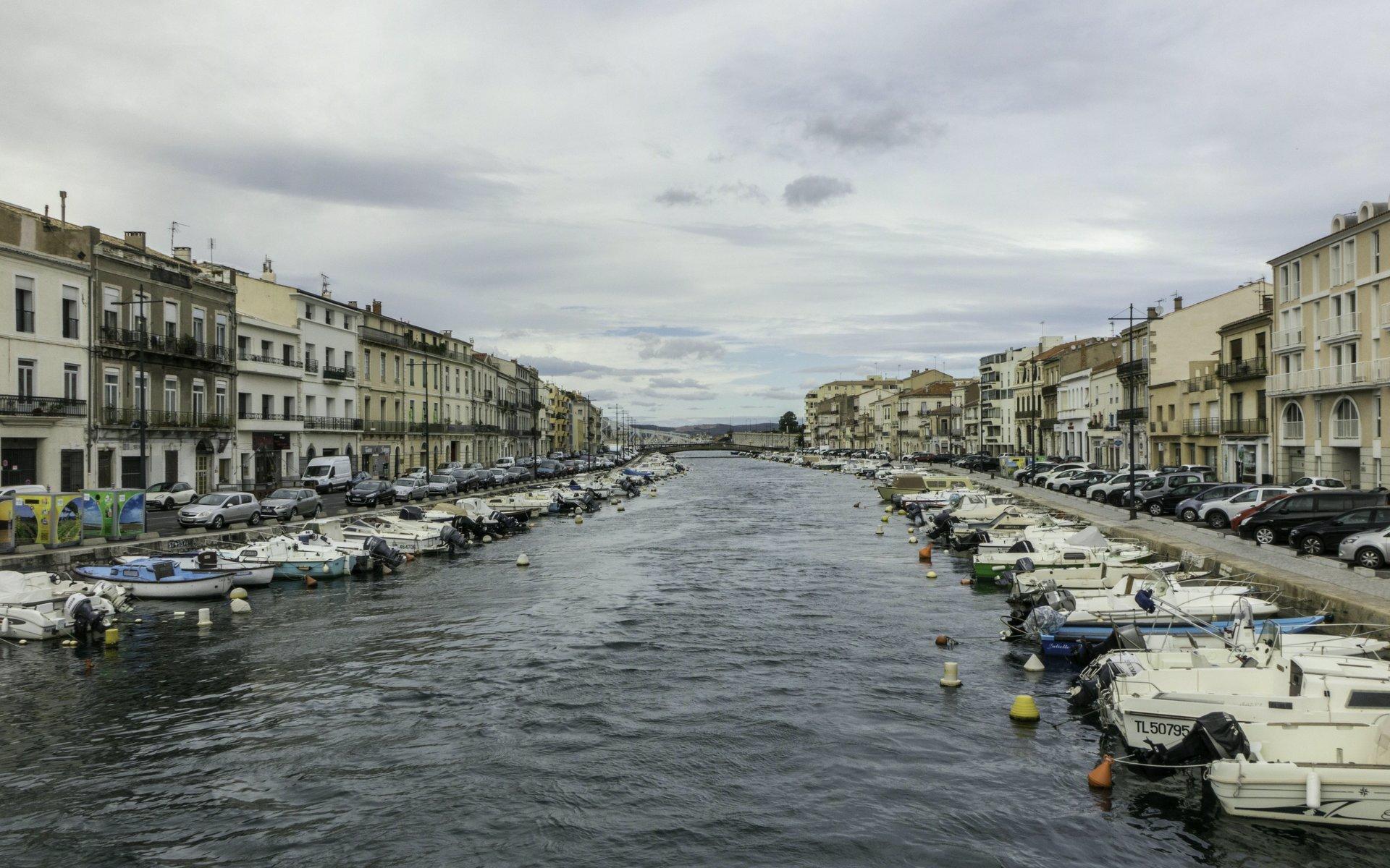 Canal de Sète nördlich der Pont Virla in Sète