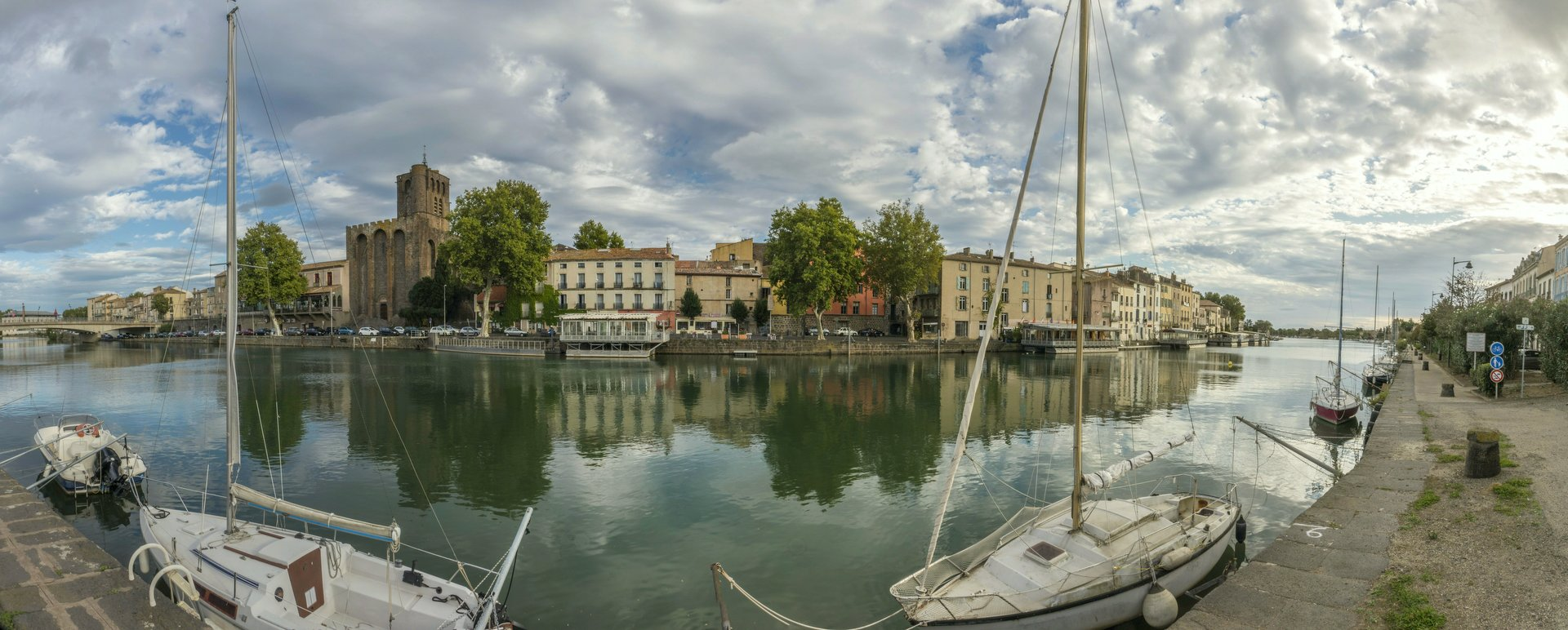 Agde und Hérault vom Quai Commandant Réveille in Agde