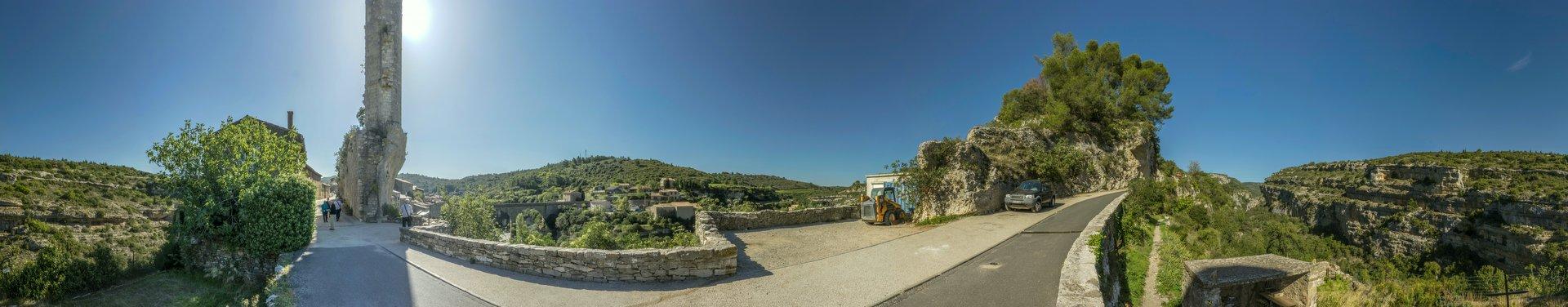 360° Panorama von der Rue des Remparts in Minerve