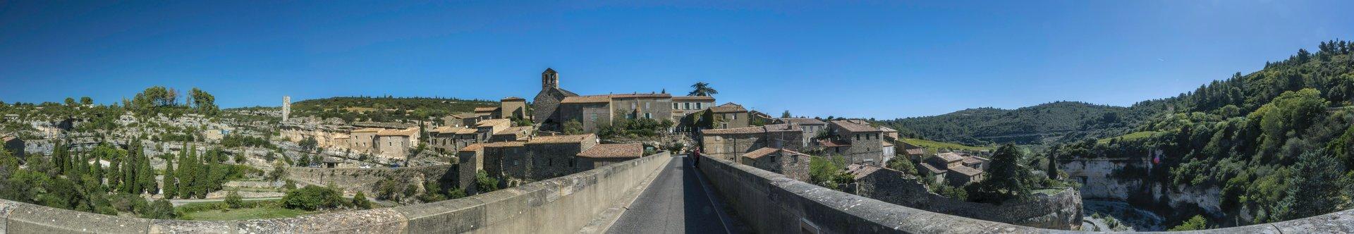 Östliches Panorama von der Brücke nach Minerve