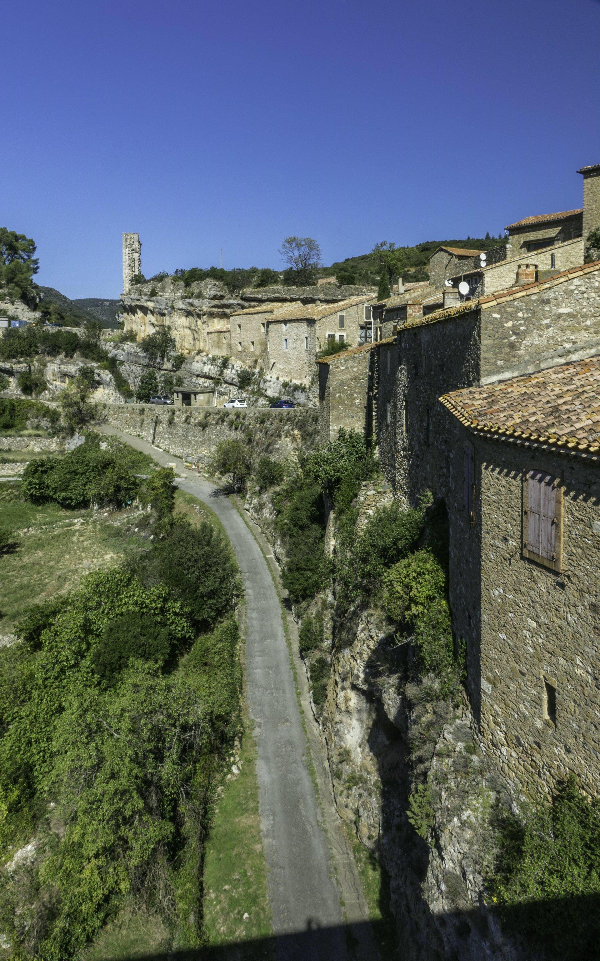 Blick auf La Candela von der Brücke nach Minerve