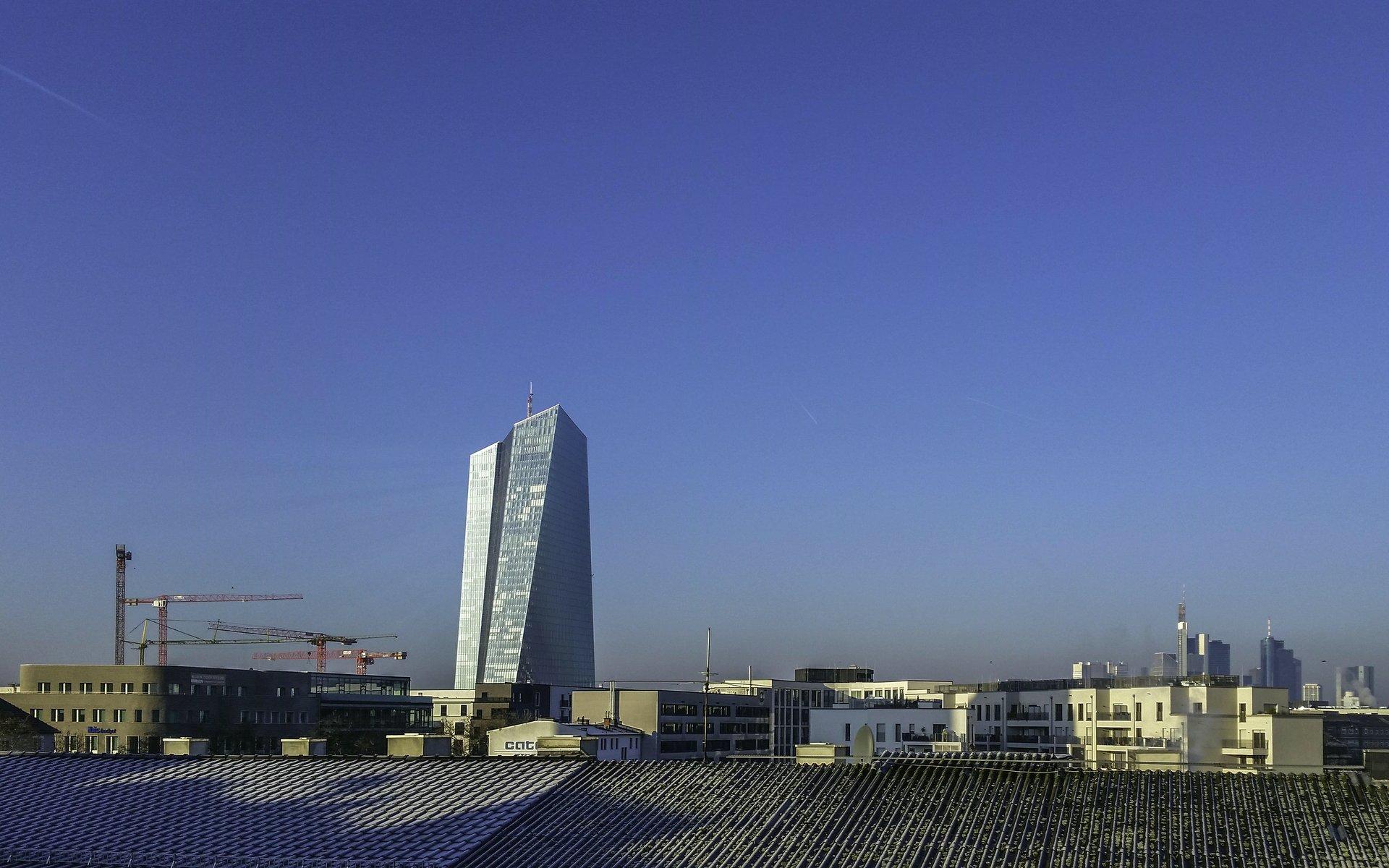 EZB nach Sonnenaufgang