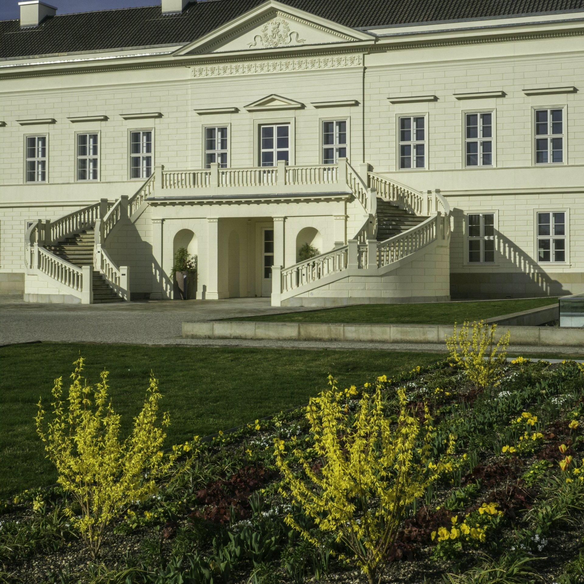 Schloss mit Freitreppe im Großen Garten