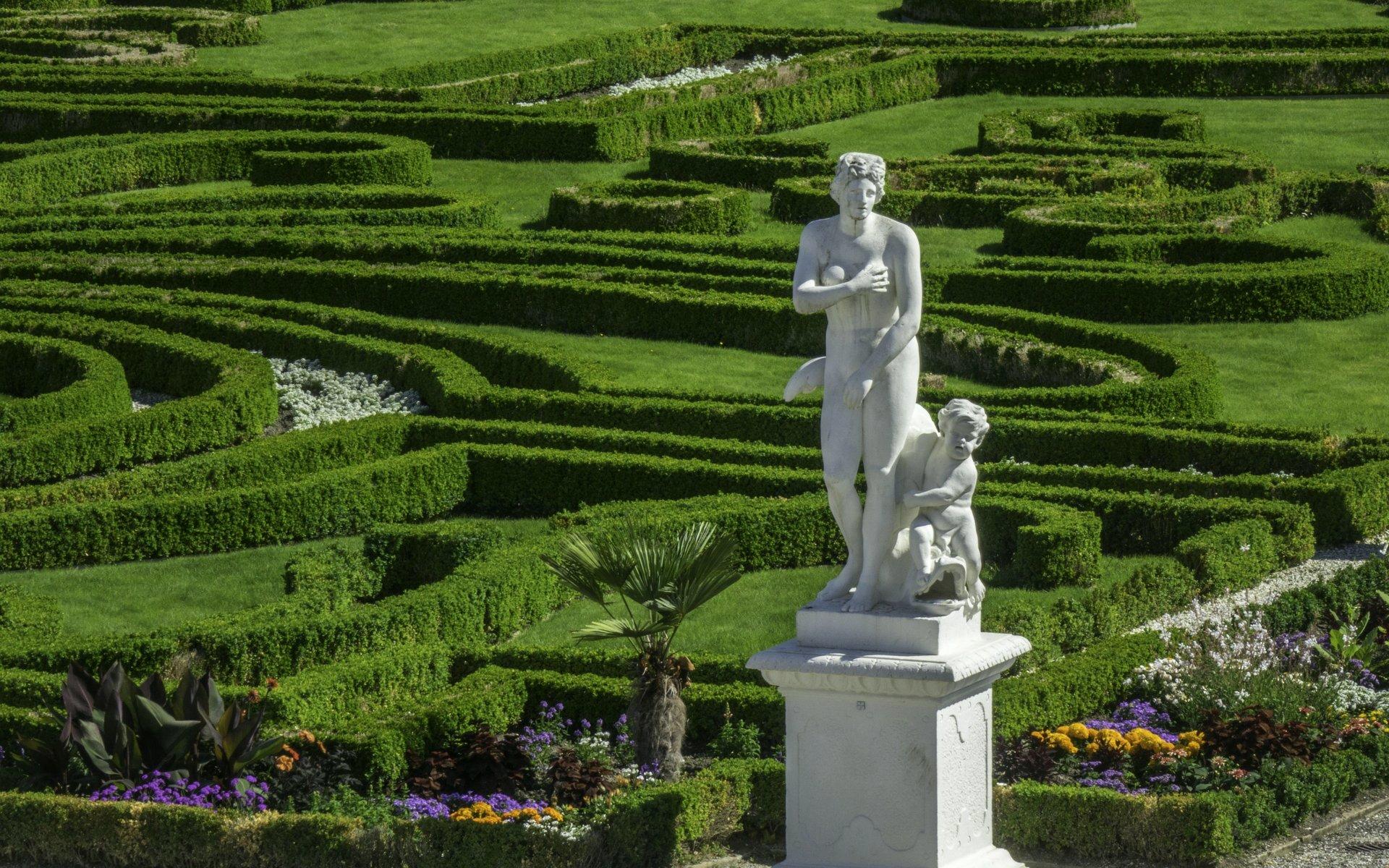Venus Medici und Amor im Parterre im Großen Garten